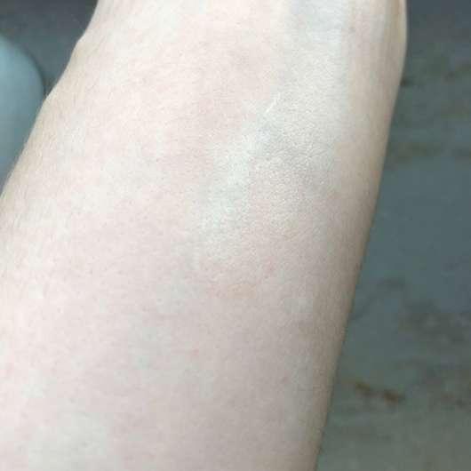 Konsistenz auf Unterarm - everdry Anti-Pickel-Stift