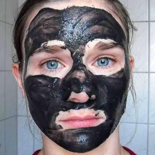 alverde Beauty & Fruity 2in1-Maske - Peelingmaske frisch aufgetragen