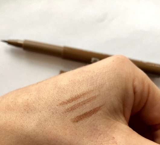 Swatches des BeYu Eyebrow Filling Pen, Farbe: 3 Light Brown