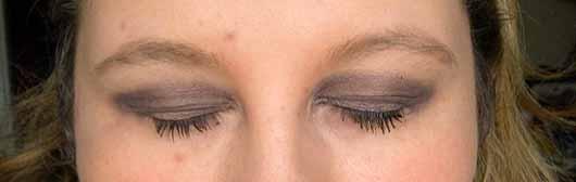 Bell HYPOAllergenic Waterproof Stick Eyeshadow, Farbe: 6 Chocolate - links ohne, rechts mit Base