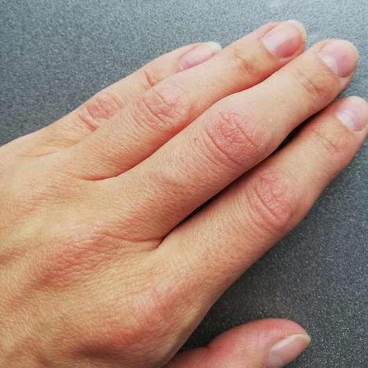 Hände vor der Anwendung - bilou Daisy Hands Pflegender Handschaum