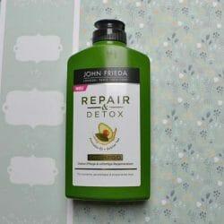 Produktbild zu JOHN FRIEDA® Repair & Detox Shampoo