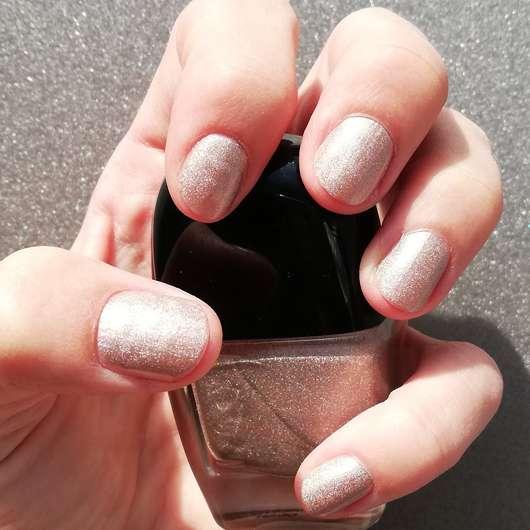 L.O.V LOVinity Holographic Nail Lacquer, Farbe: 410 Opalescent Glow - Farbe auf den Nägeln