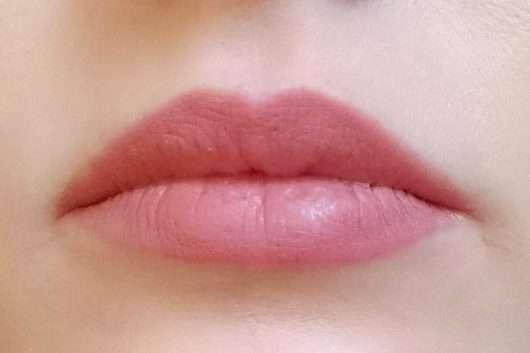 Lippen mit Pixi MatteLast Liquid Lip, Farbe: Matte Beige