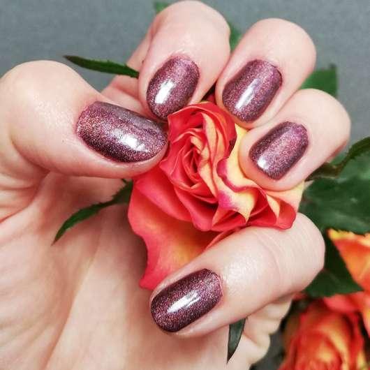 L.O.V LOVinity Holographic Nail Lacquer, Farbe: 420 Deep Illusionist - Ergebnis auf den Nägeln