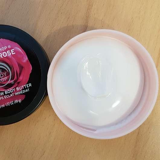 geöffneter Tiegel der The Body Shop British Rose Instant Glow Body Butter