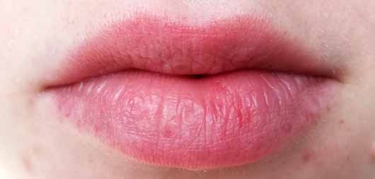 "alverde Shiny Lip Oil ""Cherry"" - Lippen ohne Produkt"