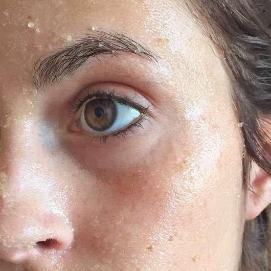 Balea Sugar Scrub (normale und trockene Haut) - Haut während der Anwendung