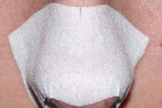 Bioré Zaubernuss Ultra-Tiefenreinigende Clear-Up-Strip auf der Nase angebracht