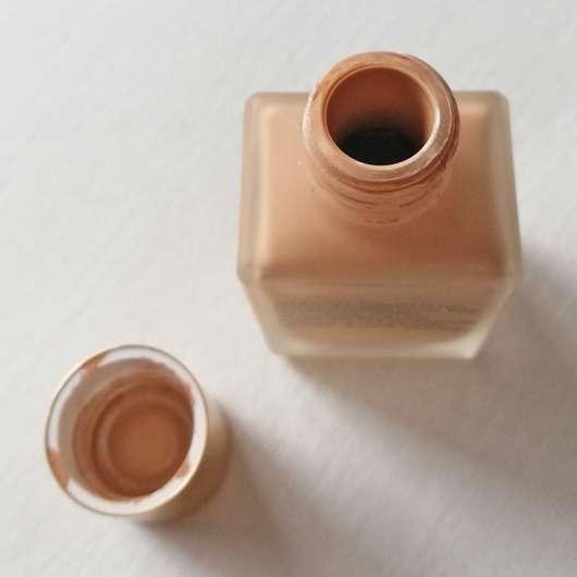Estée Lauder Double Wear Stay-in-Place Makeup, Farbe: 2N1 Desert Beige - Dosieröffnung
