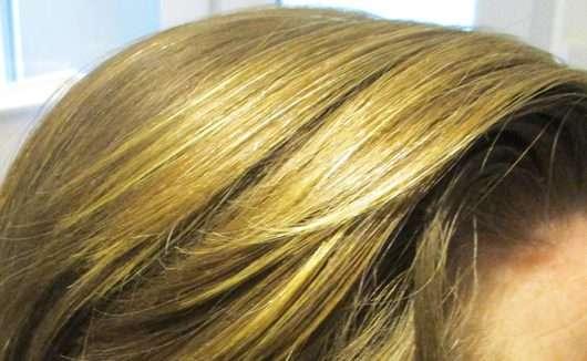 Haare nach der Anwendung - ISANA Trockenshampoo Du bist zauberhaft