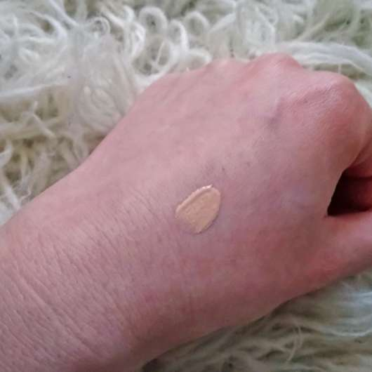 Swatch - KISS Professional New York Pro Touch Liquid Foundation, Farbe: 115 Natural Ivory