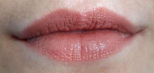 KISS Professional New York Luscious Gel Shine Lipstick, Farbe: 03 Mocha Shake - Lippen mit Produkt
