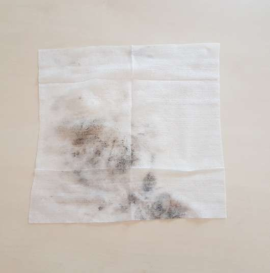 NIVEA Mizellen Reinigungstücher mit Reh-Motiv (LE) - verschmutztes Tuch nach der Reinigung