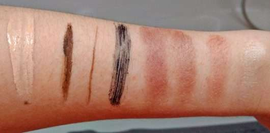 Unterarm mit Make-up vor der Anwendung - frei öl ReinigungsÖl & Maske