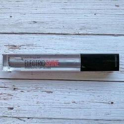 Produktbild zu Maybelline New York Electric Shine Prismatic Lip Gloss – Farbe: 160 Midnight Prism