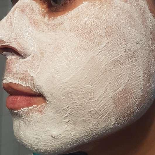 Schaebens Erdbeer Peeling Maske - Maske frisch aufgetragen