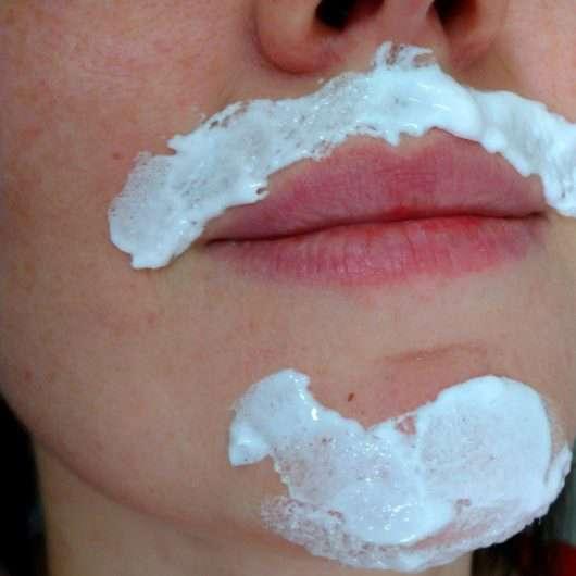 Gesicht während der Anwendung der XYO Rapid Haar-Bleichcreme