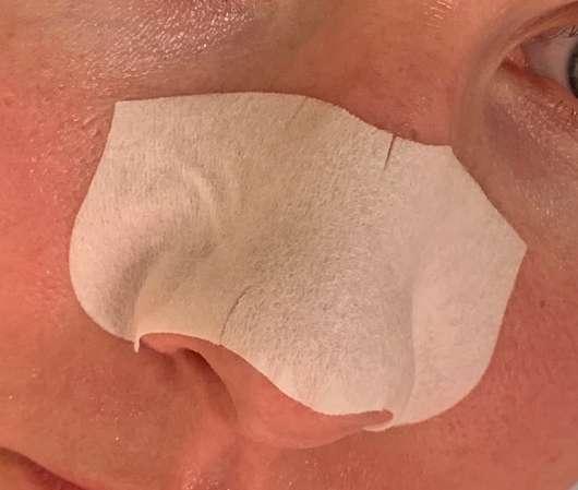 Nase mit Bioré Zaubernuss Ultra-Tiefenreinigende Clear-Up-Strips