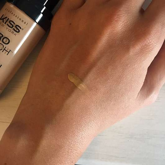 KISS Professional New York Pro Touch Liquid Foundation, Farbe: 210 Natural Beige - Swatch