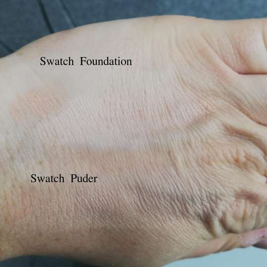 Swatches - KISS Professional New York Pro Touch Matte Powder Foundation, Farbe: 125 Classic Ivory