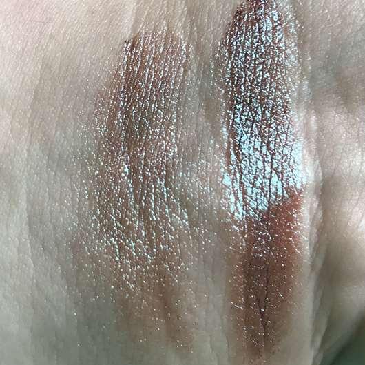Sleek MakeUP Loose Pigment, Farbe: Trippin - Swatch (links trocken, rechts feucht) mit Blitz