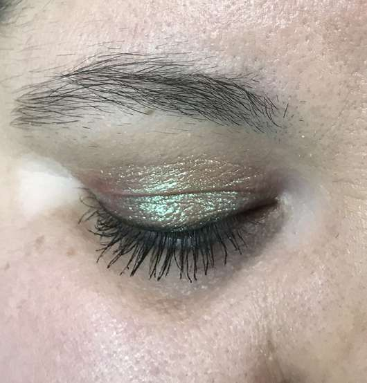 Sleek MakeUP Loose Pigment, Farbe: Trippin - auf dem Lid, ohne Blitz