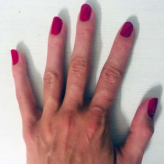 ANNY Nagellack, Farbe: 082 red kiss - Farbe auf den Nägeln