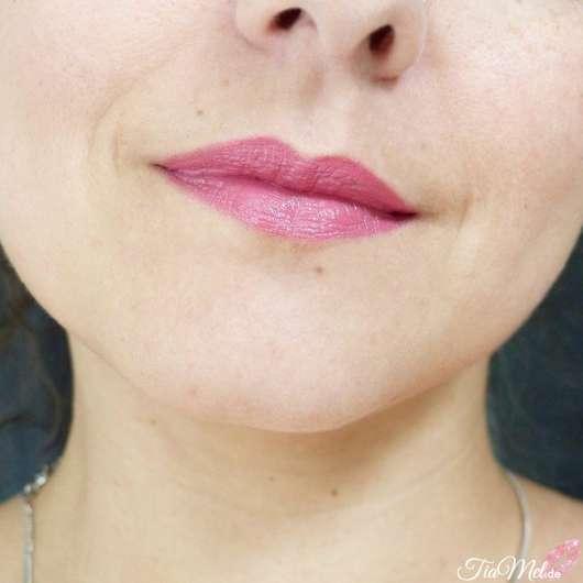 REVLON Ultra HD Matte Lipcolor, Farbe: 600 HD Devotion - Farbe auf den Lippen