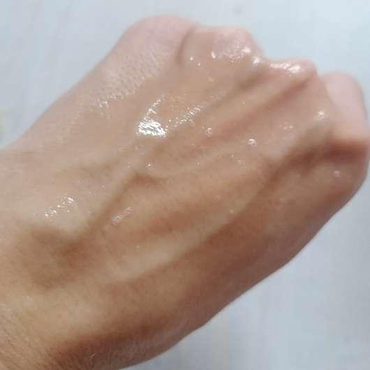 EverGlow Skincare Sensitive Gel Cleanser - Konsistenz leicht aufgeschäumt