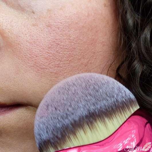 Blush mit Misslyn Lovely Beauty Brush verblendet