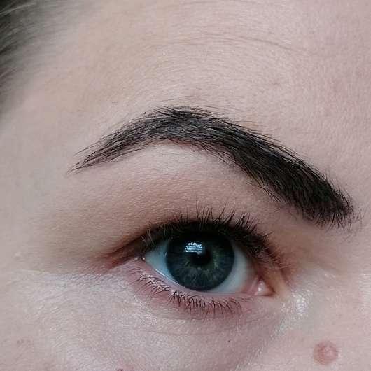 Augenbraue mit Pixi Endless Brow Gel Pen, Farbe: Deep - frisch aufgetragen