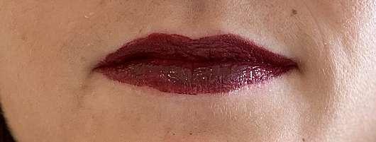 Mary Kay Ultra Stay Lip Lacquer Kit, Farbe: Plum (LE) - Lippen mit der ersten Schicht Farbe