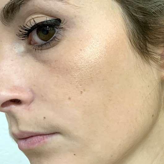 e.l.f. Cosmetics Metallic Flare Highlighter, Farbe: Rose Gold - auf dem Wangenknochen
