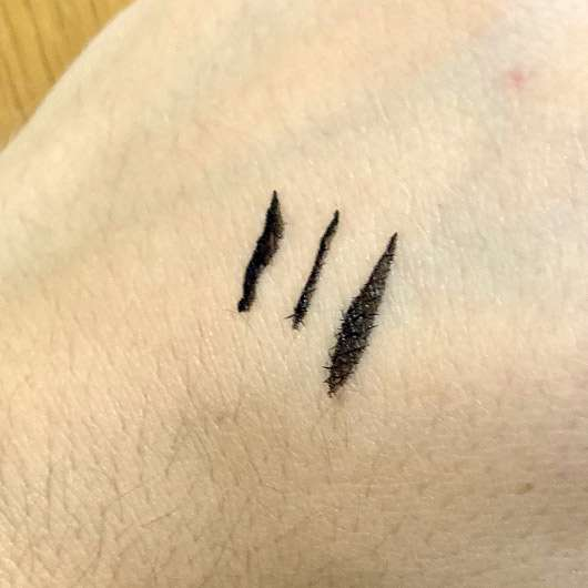 Make up Factory Ultra Full Precision Liquid Liner, Farbe: 01 Black - Swatches