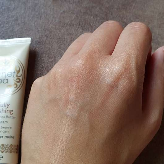 AVON planet spa Blissfully Nourishing Hand Cream - Konsistenz eingezogen