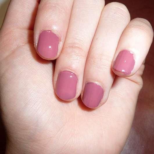 essence shine last & go! gel nail polish, Farbe: 10 love me like you do - Farbeindruck auf den Nägeln