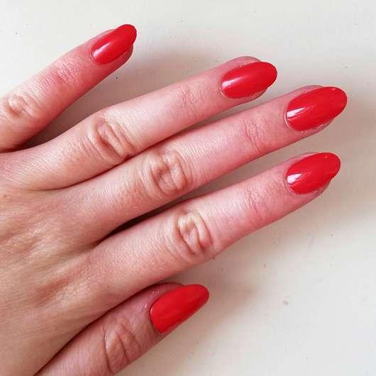 KISS Gel Fantasy selbstklebende Fingernägel, Farbe: Whatever -Tragebild einer gesamten Hand