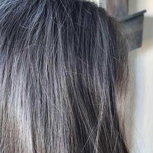 Balea Trockenshampoo Bloomy Dreams - Trockenshampoo im Haar