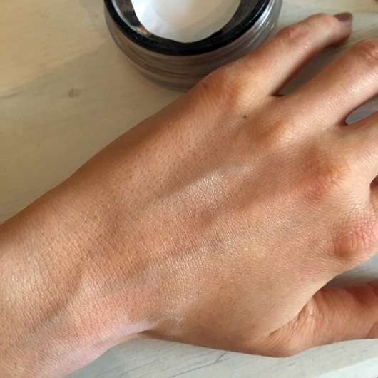 IsaDora Loose Setting Powder, Farbe: Glow - Swatch