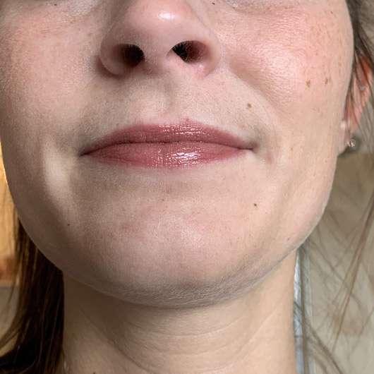 Pixi Liquid Fairy Lights & Lip Icing Kit, Farbe: BareBronze - Lippenstift mit Lipgloss auf den Lippen