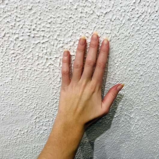 SpaRitual Fluent Extra Strength Lacquer Remover - nagellackentfernte Nägel