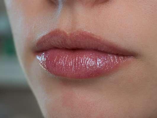 Lippen mit e.l.f. Cosmetics Prismatic Lip Gloss, Farbe: Amethyst