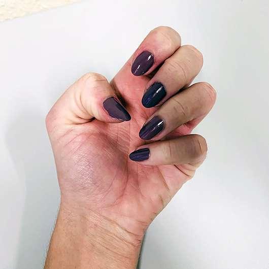 essence shine last & go! gel nail polish, Farbe: we go together 24 - Farbeindruck auf den Nägeln