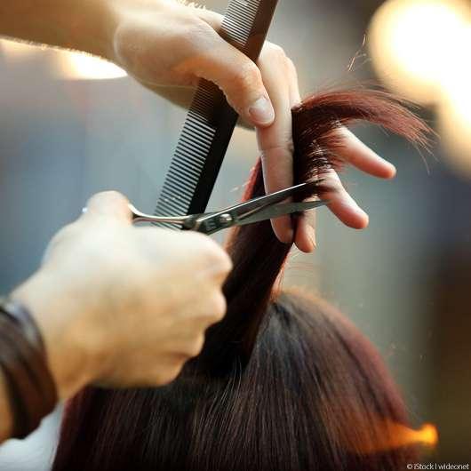Diese Haarpflege-Tipps zögern den Friseurbesuch hinaus!