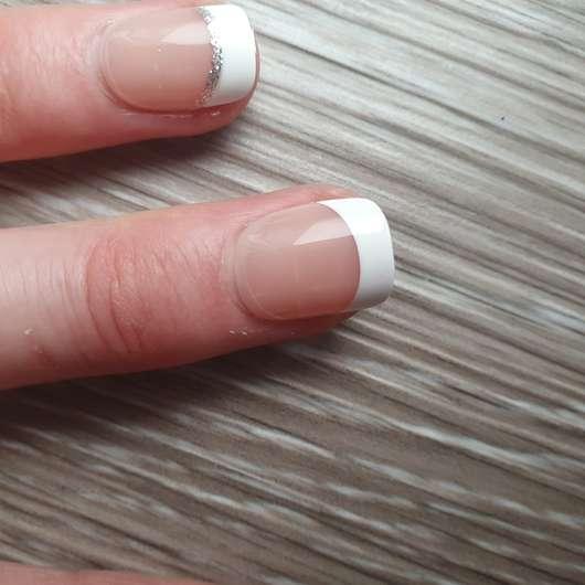 imPRESS Press-on Gel Manicure, Design: Rock It - auf den Nägeln angebracht