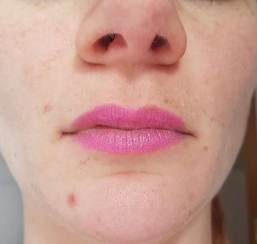 Lippen mit KISS Professional New York Luscious Gel Shine Lipstick, Farbe: 14 Incomparably Hot