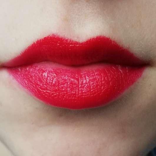 Lippen mit KISS Professional New York Luscious Gel Shine Lipstick, Farbe: 17 Trouble Maker