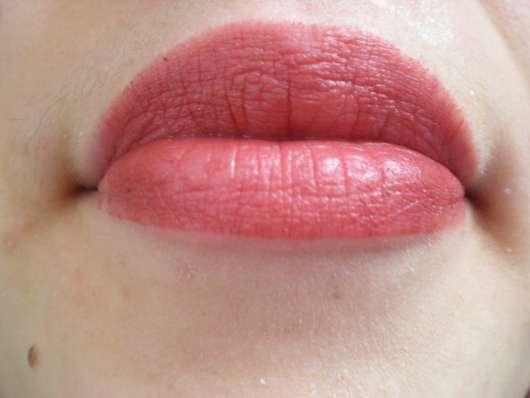 Lippen mit Shiseido VisionAiry Gel Lipstick, Farbe: 223 Shizuka Red