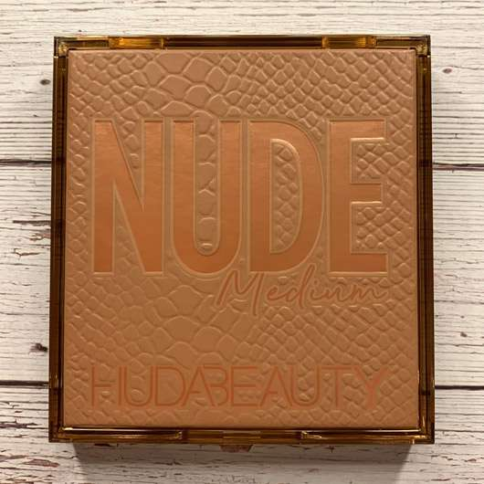 <strong>HUDA BEAUTY</strong> Obsession Nude Medium Palette